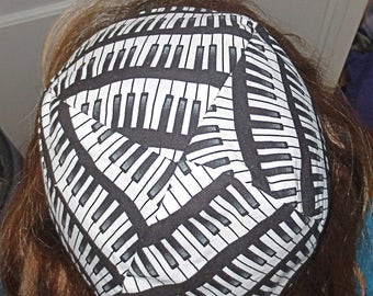 Piano keyboard kippah musical theme yarmulke black and white -- great gift for pianist or musician