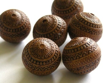 50% Off Sale 15mm Indochine Carved Antiqued Light Brown Beads (6) PB014