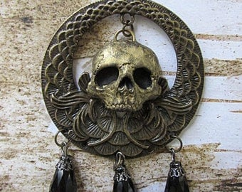 Dark Enchantress skull medallion