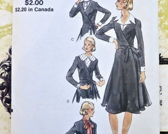 Vintage 1970s Womens Wrap Dress with Dickies Pattern - Vogue 8220