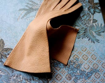 Classy vintage 60s, camell , kid, genuine leather, table cut, opera gloves. Marshall Field and Company. Size 6 1/2. Mint condition.