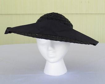 1950's vintage navy blue wide brim straw platter hat with wide grosgrain ribbon decoration
