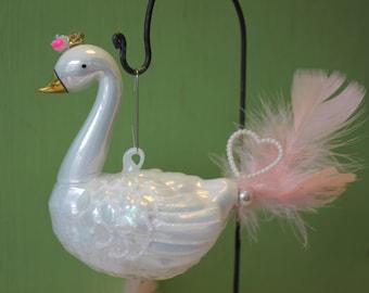 Vintage Style Valentines Day Sweet Crown Swan