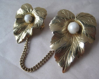 Leaves Pearl Gold Chain Brooch Vintage Pin Dangle Sarah Coventry