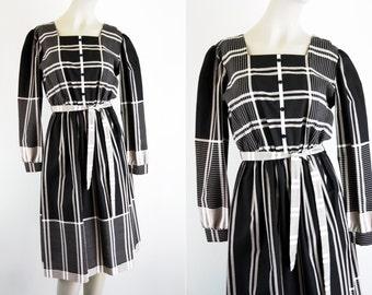 Jennifer Gee Black and White Plaid Vintage Woman's Long Sleeve Knee Length Cotton Dress