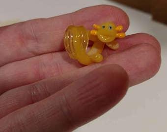 Glass Dread Bead, Axolotl dreadlock Bead, 8 mm hole, Axolotl in pale yellow, animal dread bead, dreadlock bead, dreadlock decoration, MTO