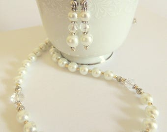 Pearl Jewelry Gift Set, Handcrafted Jewelry, White and Silver, Wedding Jewelry, Pearl Necklace and Earring, Mother of the Bride