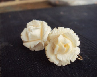 Vintage Carved Bone Earrings Cream Screw Back Earrings Flowers Floral Jewelry Antique Collectible Costume Jewelry 1940s 1950s Mid Century