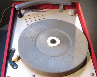 Dynavox Vintage Portable Record Player, Red and Grey, TheRetroLife