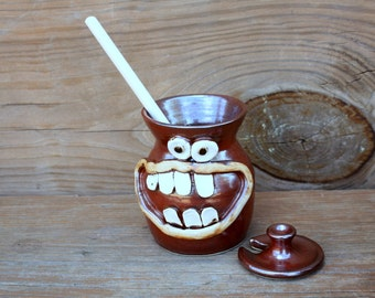 Pottery Honey Jar. Big Smiley Face Portable Honey Pot. Rustic Red Brown Kitchen Stoneware Clay Honey Storage Crock Keeper. Wooden Dipper
