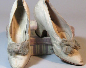 1890s 1900s Antique Victorian Edwardian Kid Leather Kitten Heels with Beaded Silk Bows, Gimbel Bros.
