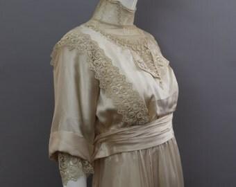 1890s VICTORIAN cream silk & lace near MINT edwardian antique WEDDING gown bridal dress 1800s vintage