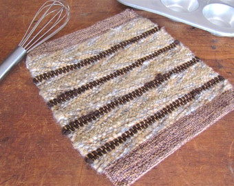 Rustic Mountain Cabin Farmhouse Decor Beige Brown Kitchen Pot Holder, Country Shaker Home Decor Woven Wool Oven Hot Pad Gourmet Cooking Gift