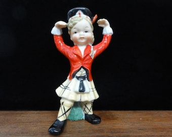 "Vintage Scottish Girl Figurine, Lassie in a Kilt, Scotland Highlands Painted Ceramic Figurine, Made in Japan, Collectable 5"" High"