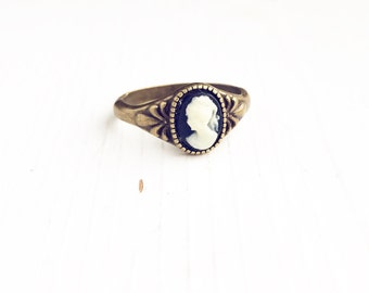 Classic Cameo Ring / Size 6 Little Black and White Antique Brass Bronze Tiny Ring Boho Steampunk Costume Cosplay Victorian Style Womens