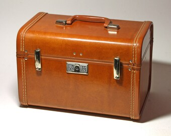 Vintage Royal TravelerTrain Case in Caramel Brown - Circa 1940's