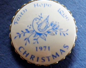 Vintage 1971 Christmas Button Verbal