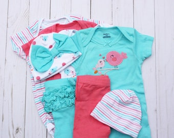 Baby girl clothing essentials / Baby cupcake clothing / Baby bodysuits and baby washcloths / New mom gift  / Baby girl shower gift