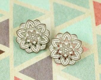 Metal Buttons - Dahlia Copper White Patina Metal Shank Buttons - 0.83 inch - 6 pcs