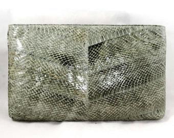 1980s Gray Snakeskin Handbag - 80s Envelope Purse - Beautiful Grey Snake Skin Zip Top Bag by Felipe - Elegant Chevron Design - 48227