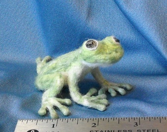 Needle Felted Super-Size Tree Frog Shoulder Pet