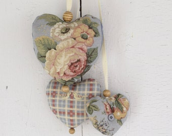 Trio of hearts Victoria Ornament to hang on the door or on the wall Bouquet of flowers Plaid Blue-Gray Valentine Day Shabby Chic Rustic