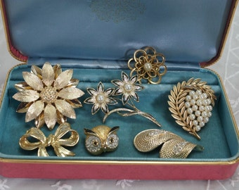 Vintage Costume Jewelry Goldtone Brooches Lot of 7
