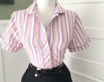 Vintage 1950s 1960s Atomic Novelty Pastel Striped Short Sleeve Button Down Blouse Top