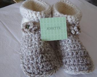 Women Slippers size 7 - 8 in soft acrylic yarn