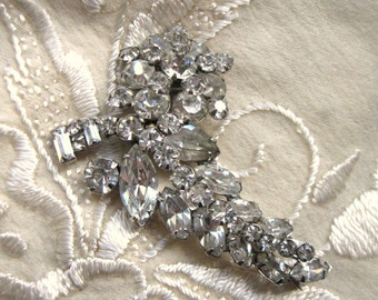 Vintage 1950s Sparkly Clear Rhinestone Floral Brooch