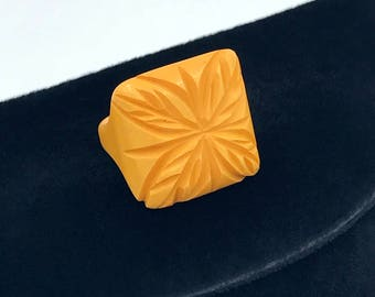 Yellow Carved Bakelite Ring, size 4.5