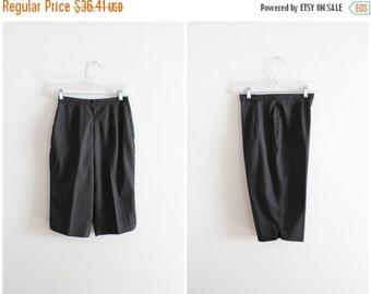 20% SALE vintage 1960s black beatnik knee knockers - 60s ladies knee length shorts / 60s long black twill shorts - high waisted hipster shor