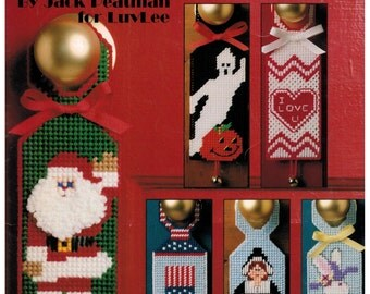 Leisure Arts Plastic Canvas Holiday Mini Door Signs Halloween, Christmas, Easter and more