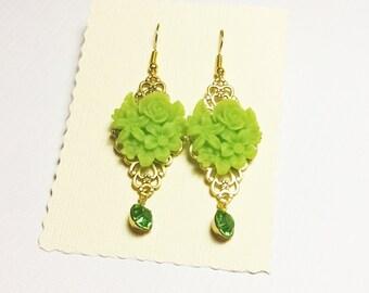 green flower bouquet pendant esrring in gold