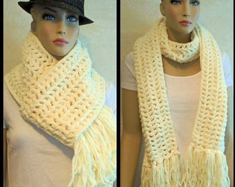 White Crochet Infinity Scarf, Crochet Scarf, Plush White Scarf, Fringed Scarf,  Chunky Infinity Scarf,Plush Scarf, Creamy Off White Scarf