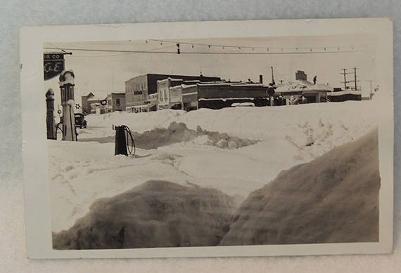 Rare 1937 Vintage RPPC Postcard.. Ashton Idaho Gas Station In Snow .. Original