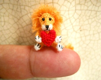 0.8 inch Lion Holding Heart -  Micro Crochet Miniature Animal - Made To Order