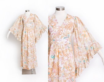 Vintage 1970s Dress - ANGEL SLEEVE Floral Cotton Boho Maxi Gown 1970s - Medium M