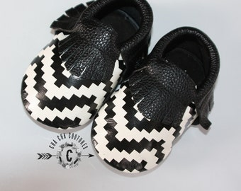 SALE SALE SALE Wow! Black and White fringes Moccasins 100% genuine leather baby moccasins Mocs moccs