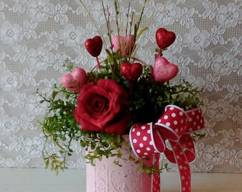 VALENTINE'S DAY arrangement, Life like floral arrangement, Red and Pink, Shabby Cottage, Red Rose.and.Hearts,  Romantic cottage