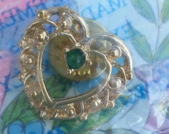 Vintage 1980s NOS Harriet Carter Golden Heart Pin With Emerald Accent St Patrick's Day May Birthstone Green And Gold Tie Pin Brooch Button