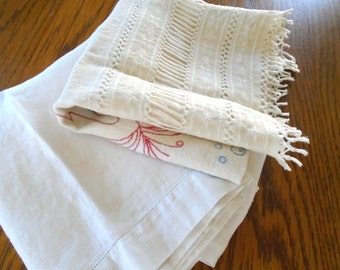2 Vintage Dish Towels / White Damask Towel / Kitchen Towels / Hand towels / Embroidered Towels / Cotton Towels / Cream Colored / Cottage