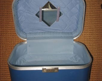 Vintage Train Case// Cosmetic Overnight MakeUp Case//Vintage Luggage