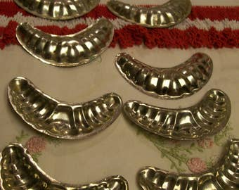 """Vintage Crescent shaped Cookie Mold Cutters Set of 10 Aluminum 4"""" Long Christmas Cookies"""
