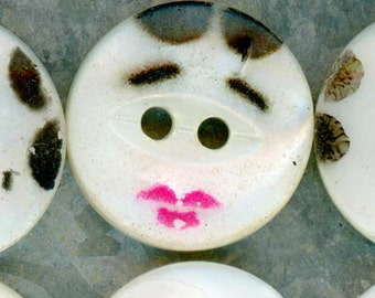 Lot of 25 Vintage Hand Painted Mother of Pearl Shell Sewing Buttons ~ 1/2 inch 13mm ~ Cute Handpainted Face MOP Buttons