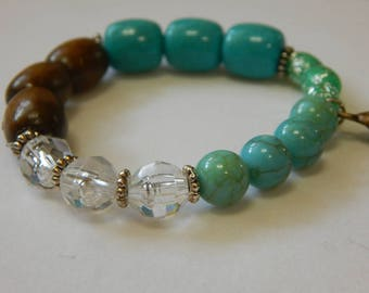 Beach Themed Aqua Beaded Stretch Bracelet with Shell Charm, 6 3/4 inches