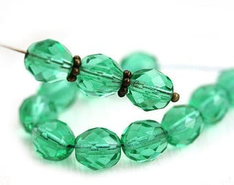 8mm round Transparent green Czech glass beads, fire polished, faceted green beads - 15Pc - 0497