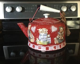 Tea Kettle..Vintage..Red and White Gingerbreads..Kitchen Decor..Ginger Collector