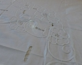 White on White Round Tablecloth Embroidered Cutwork 80s never used with matching luncheon napkins