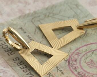 Vintage TRIFARI Dangle Drop Gold Tone Pierced Earrings // Vintage Estate Costume Jewelry // fruitsdesbois